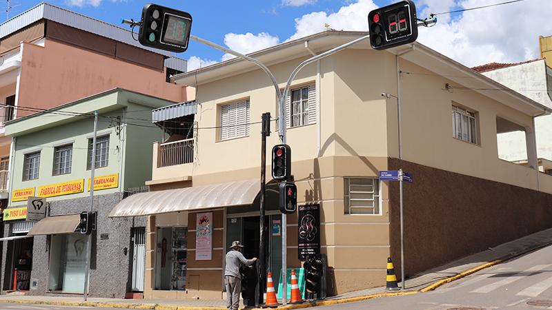 Prefeitura instala novos semáforos na cidade